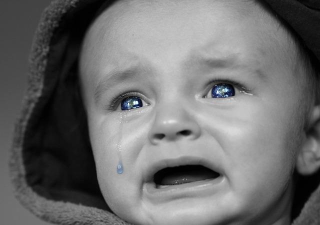 Consolar al bebé cuando llora en el coche